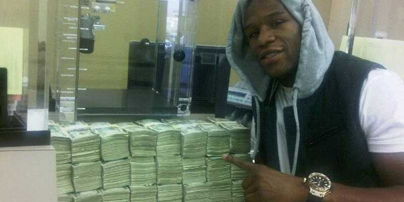 21-examples-of-floyd-mayweather-flaunting-his-insane-wealth